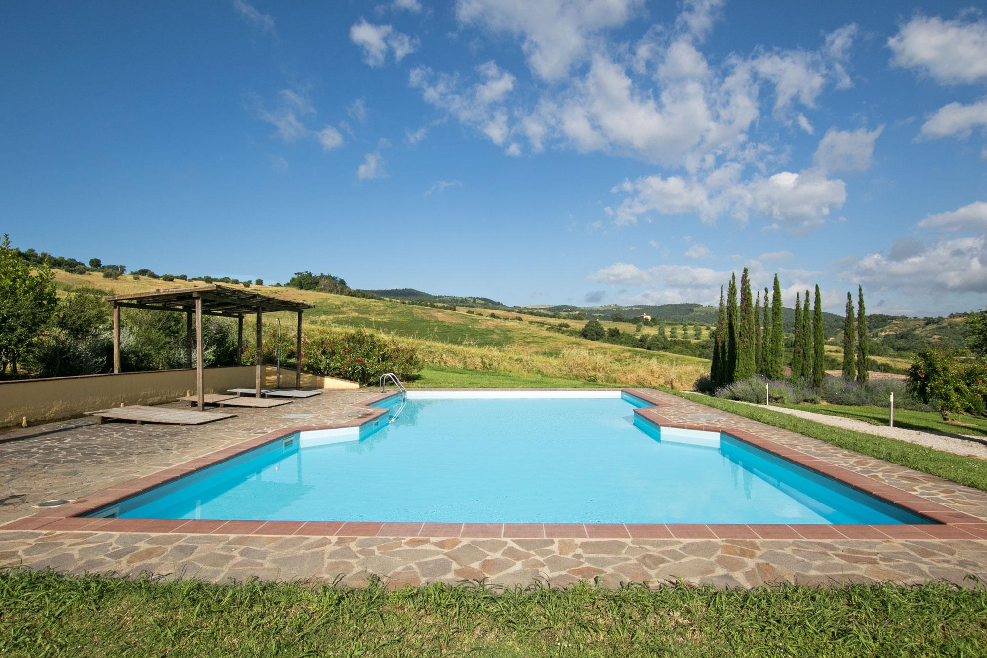 Vente part de ferme avec piscine entre montepulciano et for Vente accessoire piscine